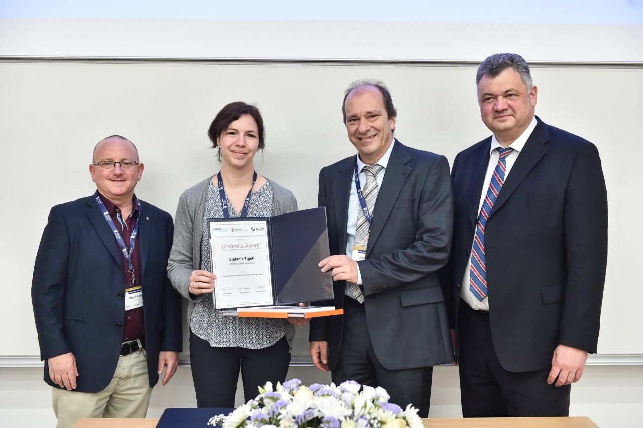 Umbrella representatives present the award to Professor Elgeti